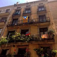 Just an avarage house in Barcelona. These gave me a special feeling when I walked on street of that place. And there are catalan flags in the windows. I will never forget this trip! . . . Csak egy átlagos ház Barcelonában. Ezek a házak különleges érzéssel töltik meg a hely utcáit. Az ablakokban a katalán zászlók. Sose fogom elfelejteni ezt az utazást! . . . #barcelona#casa#special#mik#house#travel#highleveljourney #visitbarcelona#journey#citytrip#traveller#catalunya#explore