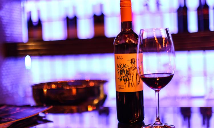 Kellemes fecsegés jó borokkal