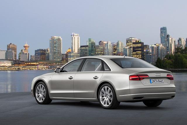 Frankfurt-Auto-Show-2013-Audi-A8-Facelift-3.jpg