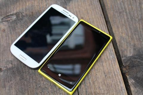 Samsung-Galaxy-S3-vs-Nokia-Lumia-920-Design.jpg