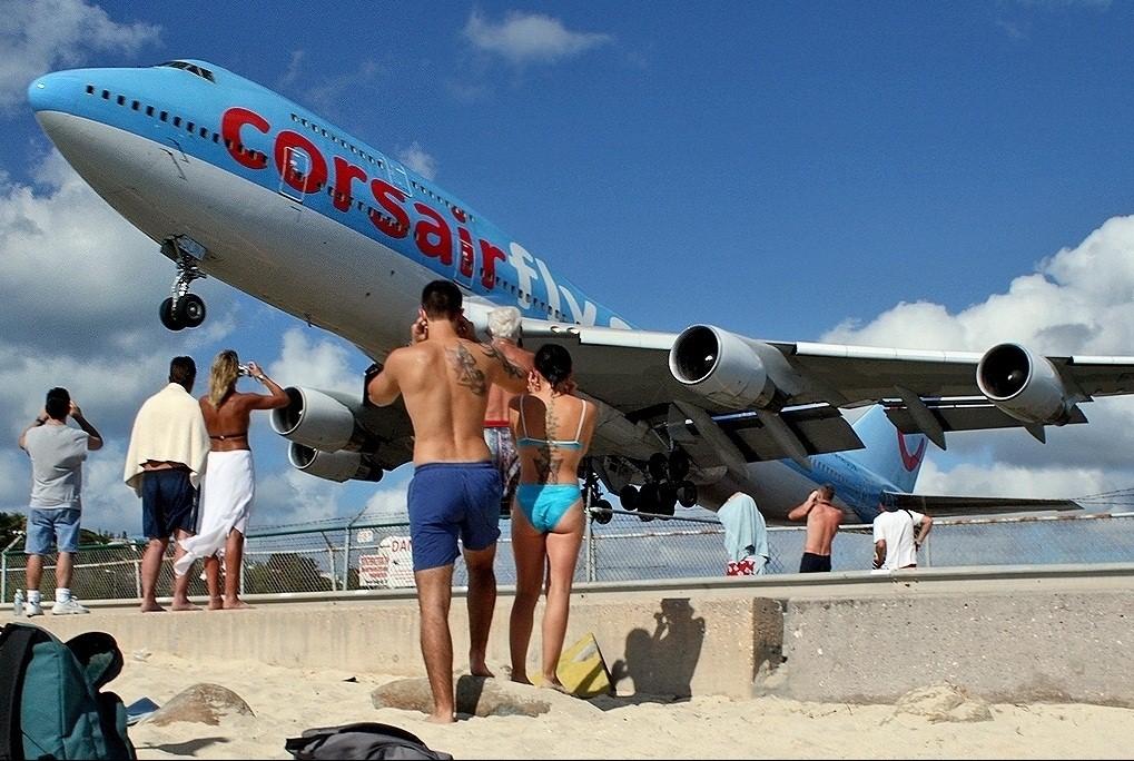 corsairfly_boeing_747_stmaarten.jpg