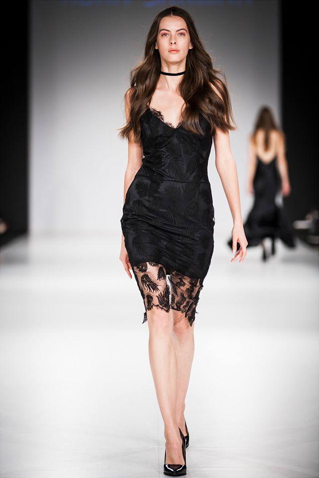 Fekete csipkés ruha: Nora Sarman