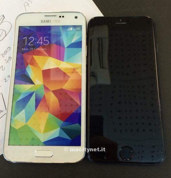 iphonemockupvsgalaxys5.jpg