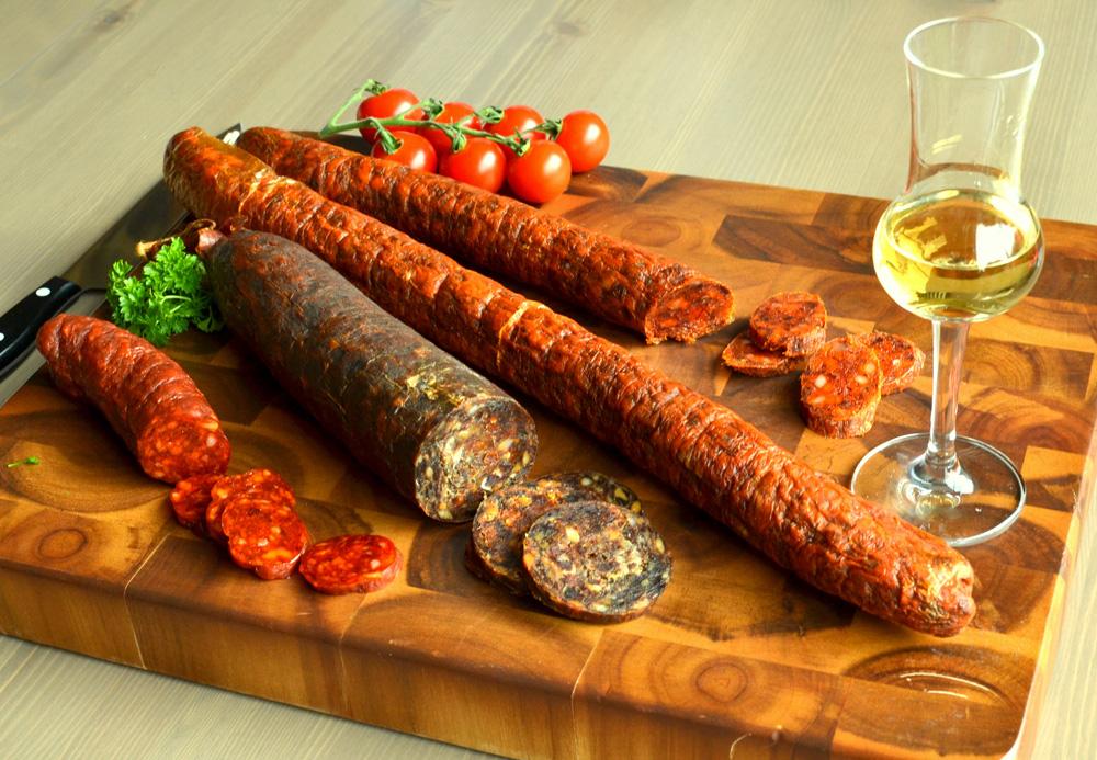 kolbasz-salami-palinka.jpg