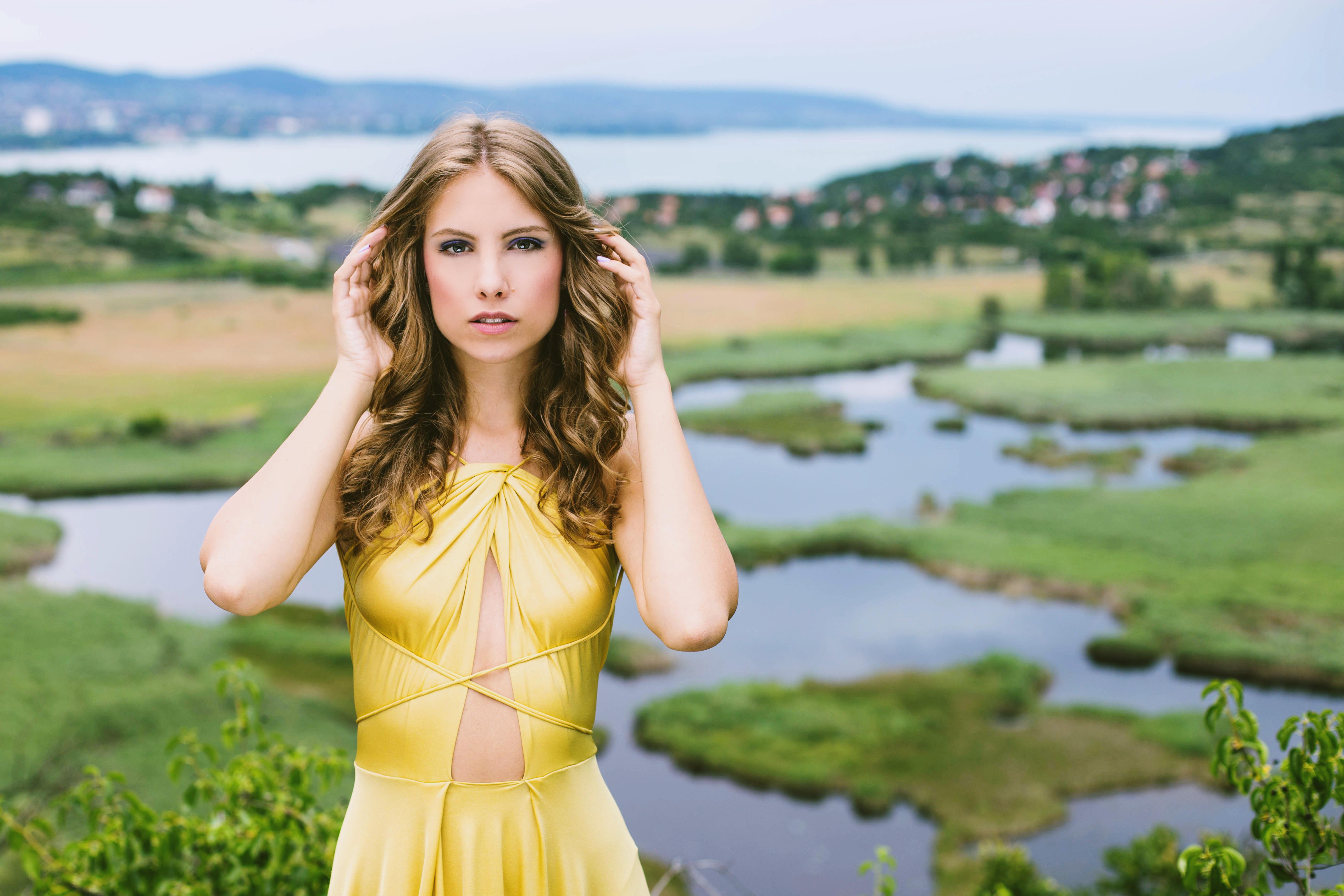 Sárga megkötős ruha: Berbloom