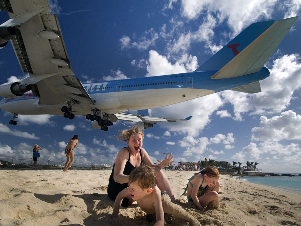 st-maarten-jet-fly-over_23943_990x742.jpg