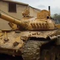 Egy szír kormánypárti harckocsizó egy napja