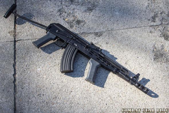 16774567e1ec Úgy gondolom a gyakran idelátogatók számára nem kell bemutatnom a magyar  fegyver ipar egyik utolsó műremekét, az AMD-65-ös gépkarabélyt.