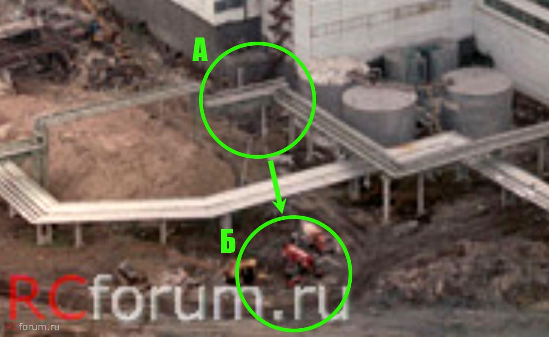 A reaktor csarnok mellett műhely (A) mellől később a csernobili és a pripyati tűzoltók járműveit is elvontatták, de nem tisztázott okból ezeket az oldalukra borították.