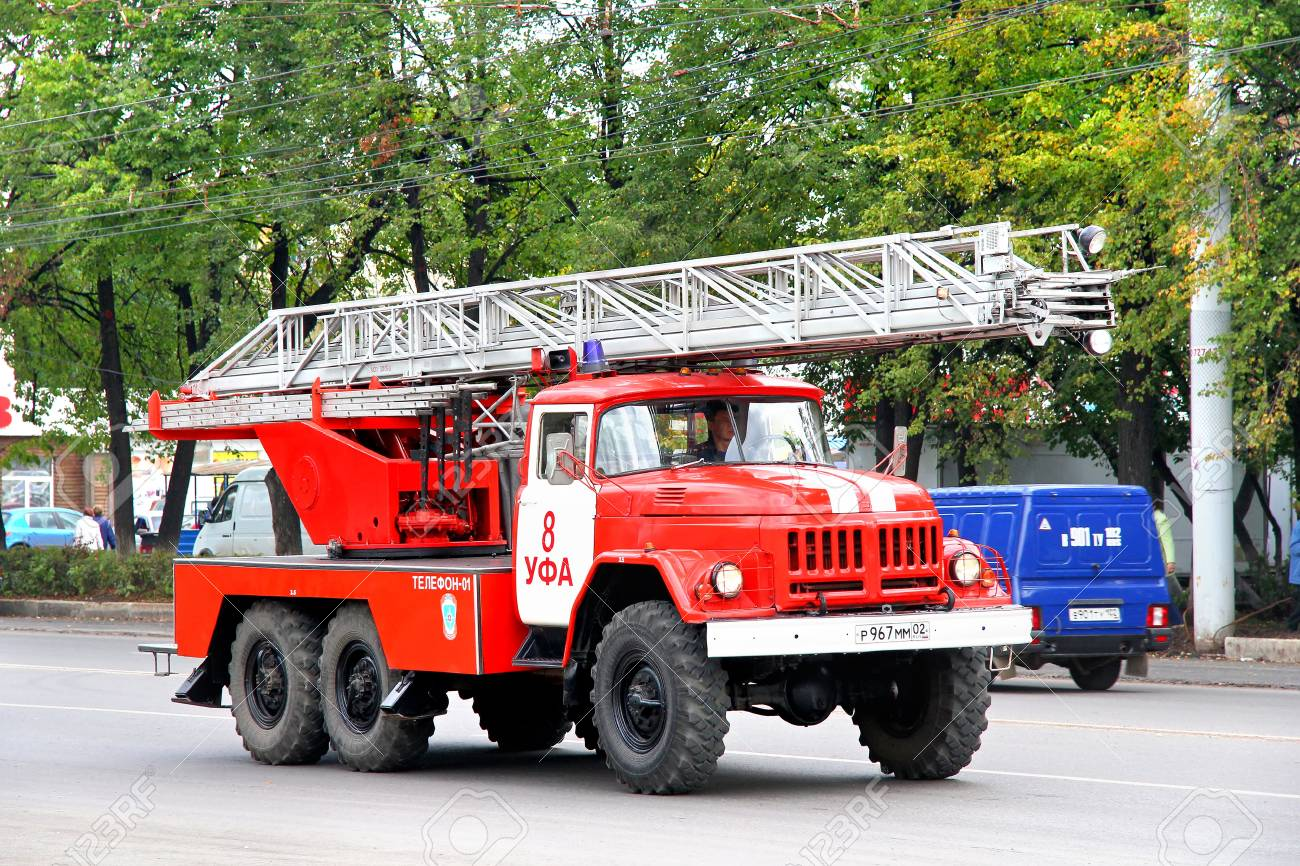 104799030-ufa-russia-september-16-2011-old-fire-ladder-zil-131-al-30-in-the-city-street-.jpg