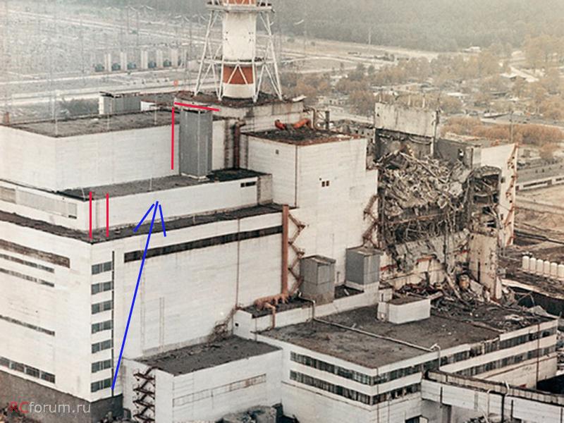 A fotón az északi oldal tetején dolgozó tűzoltók útvonala látható. A több mint 70 méter magasságba már a tömlők felcipelése is embertpróbáló feladat lehetett, nem még a tűz oltása is.