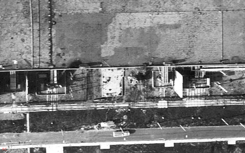 Ugyanazon a napon egy Tu-16-os típusú fotófelderítő repülőgép készítette ezt a képet a reaktor környékéről.