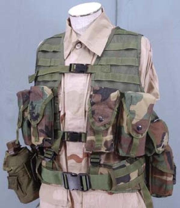 05fcec76ed49 A hadsereg alakulataival ellentétben, a Tengerészgyalogság a korai  afganisztáni bevetései során, már az új MOLLE I-es rendszer elemeit  használhatta.