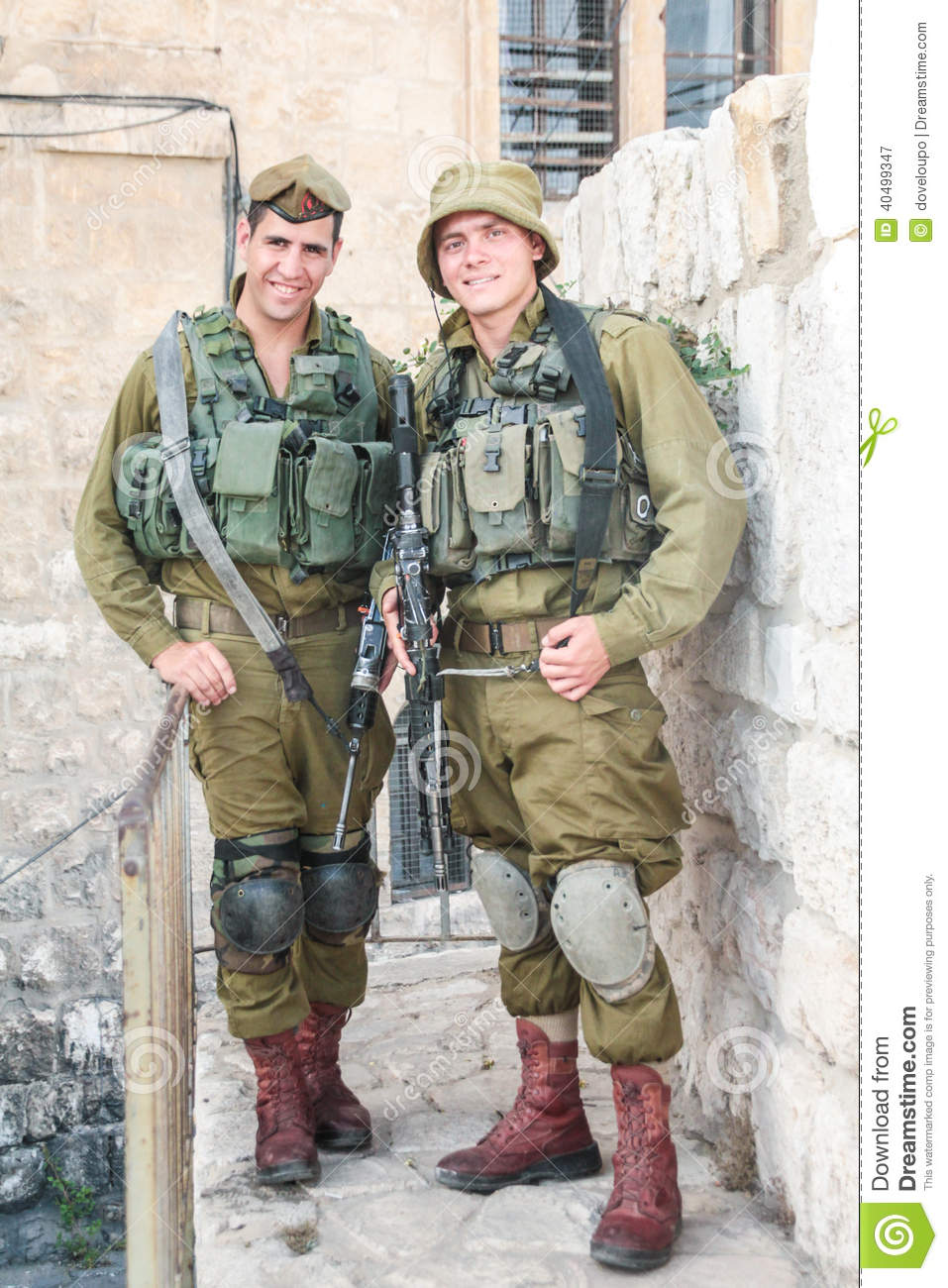 israeli-soldiers-idf-jerusalem-two-defence-force-personel-pose-photograph-eve-memorial-day-fallen-40499347.jpg