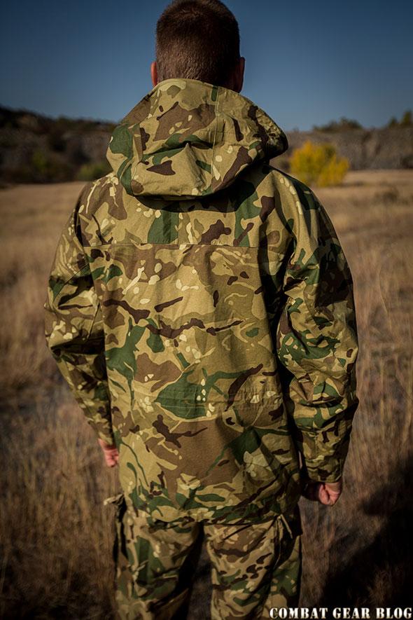 7709103f8e Véleményem szerint a kabát anyaga színhelyes, az nem üt el a  gyakorlóruháétól. A szabása szinte teljes egészében megegyezik a francia  hadseregben ...