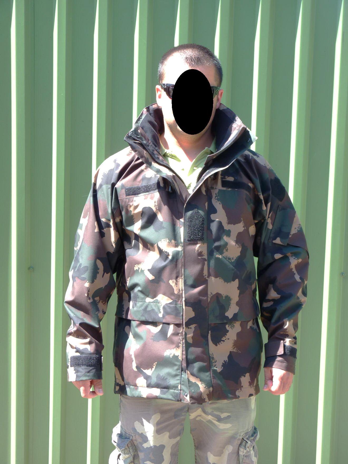 2c439c5141 Alapanyag: 100% polyamide, Gore-Tex membránnal. Gyártó: Pier Kft. 2008.  Méret: M