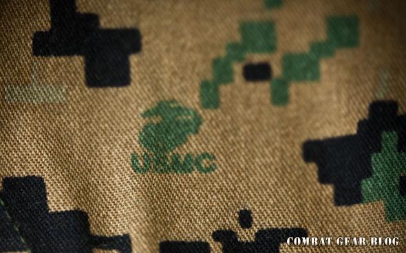 55bca5ff7de4 A nadrág anyagába a Tengerészgyalogság logóját rejtették el, ami bizonyítja  az eredetiségét is. A logó egy sasból (eagle), földgömbből (globe) és ...
