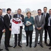 Ha a kormánylap szerint a német foci a német politika miatt rossz, akkor mi is van Magyarországgal?