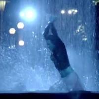 Így zuhanyzik Karsai Zita a tévében