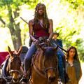 Lovakkal és olajlámpákkal jön a Walking Dead 9. évada