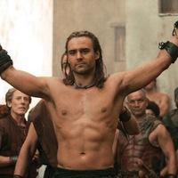 Három kép a Spartacus-előzménysorozatból