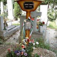 Összegyűlt a pénz Antal Imre sírkövére