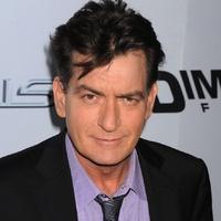 Charlie Sheen szívesen visszatérne a Két pasi meg egy kicsibe