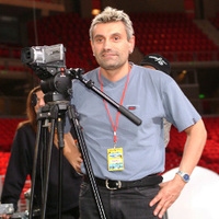 A mirigyes Sipos Peti lesz A cég hangja egyik műsorvezetője