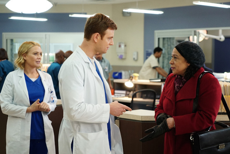 laurie-holden-left-nick-gelfuss-and-s-epatha-merkerson-star-in-the-new-nbc-drama-e2809cchicago-med-e2809d.jpg