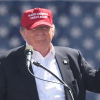 Donald Trump, a rögeszme, a Piac Akarata és a tickrabszolgaság