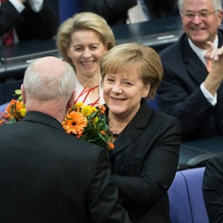 Merkelnek mennie kell?