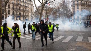 Macron kettős szorításban