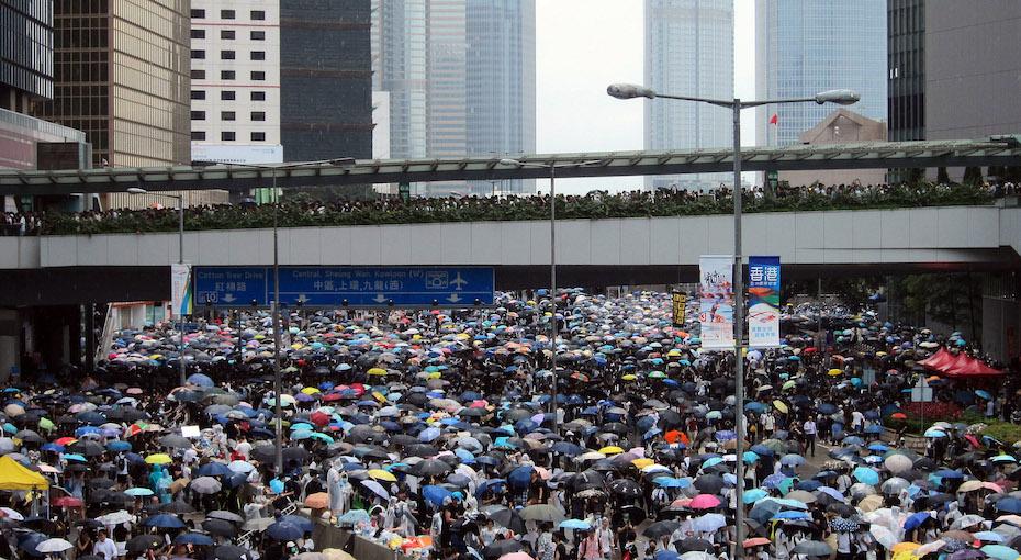 2019-06-12_hong_kong_demonstrators_on_harcourt_road.jpg