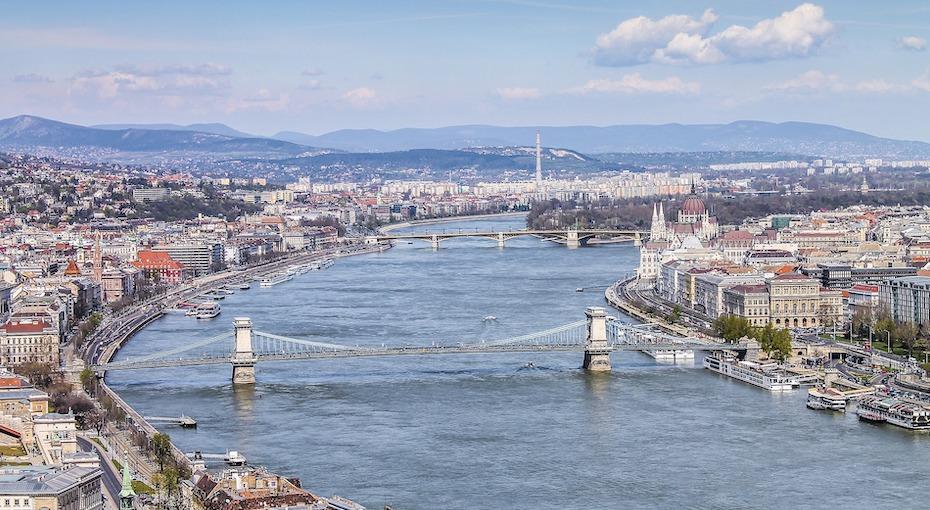budapest-2011520_1920.jpg