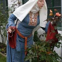 Előkelő viseletek a XII.században.