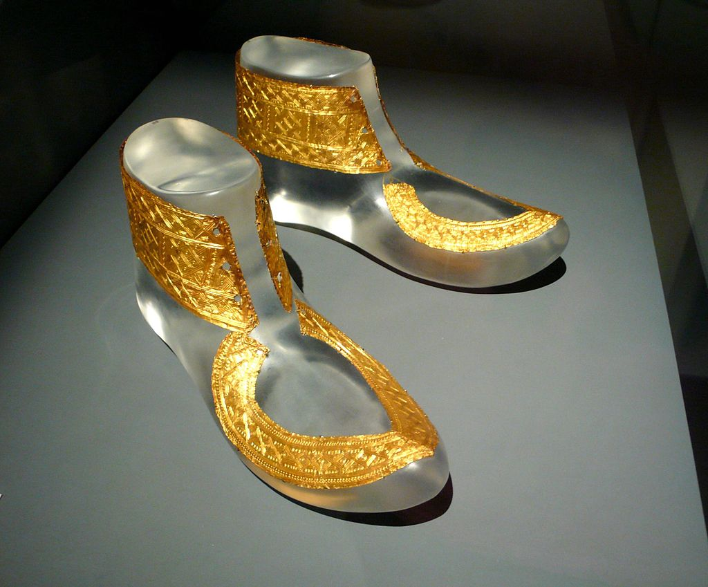 1024px-hochdorf_golden_shoes_ornaments.jpg