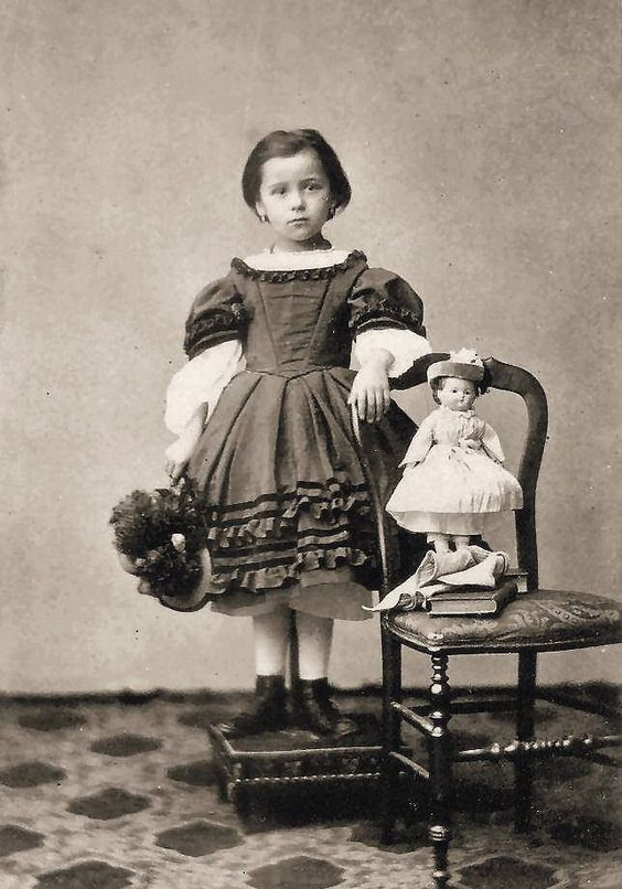 1860sfotoforrasmarienicholaspinterest.jpg