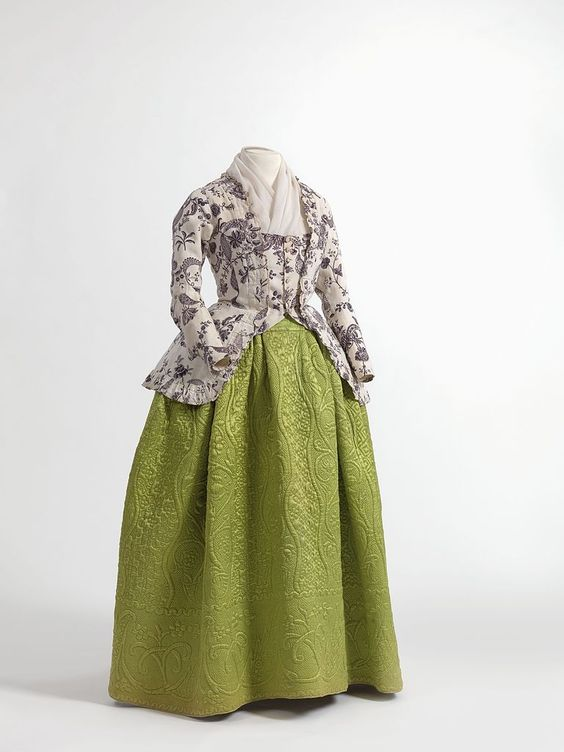 caraco_jacket_in_printed_cotton_england_1770-1790_skirt_in_quilted_silk_satin_1750-1790_jacoba_de_jonge_collection_in_momu_fashion_museum_province_of_antwerp.jpg