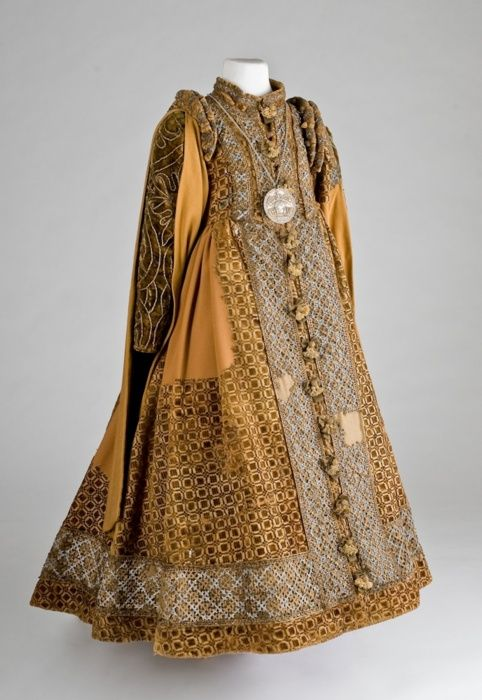 childrens_dress_circa_1600germany_lippisches_landesmuseum.jpg