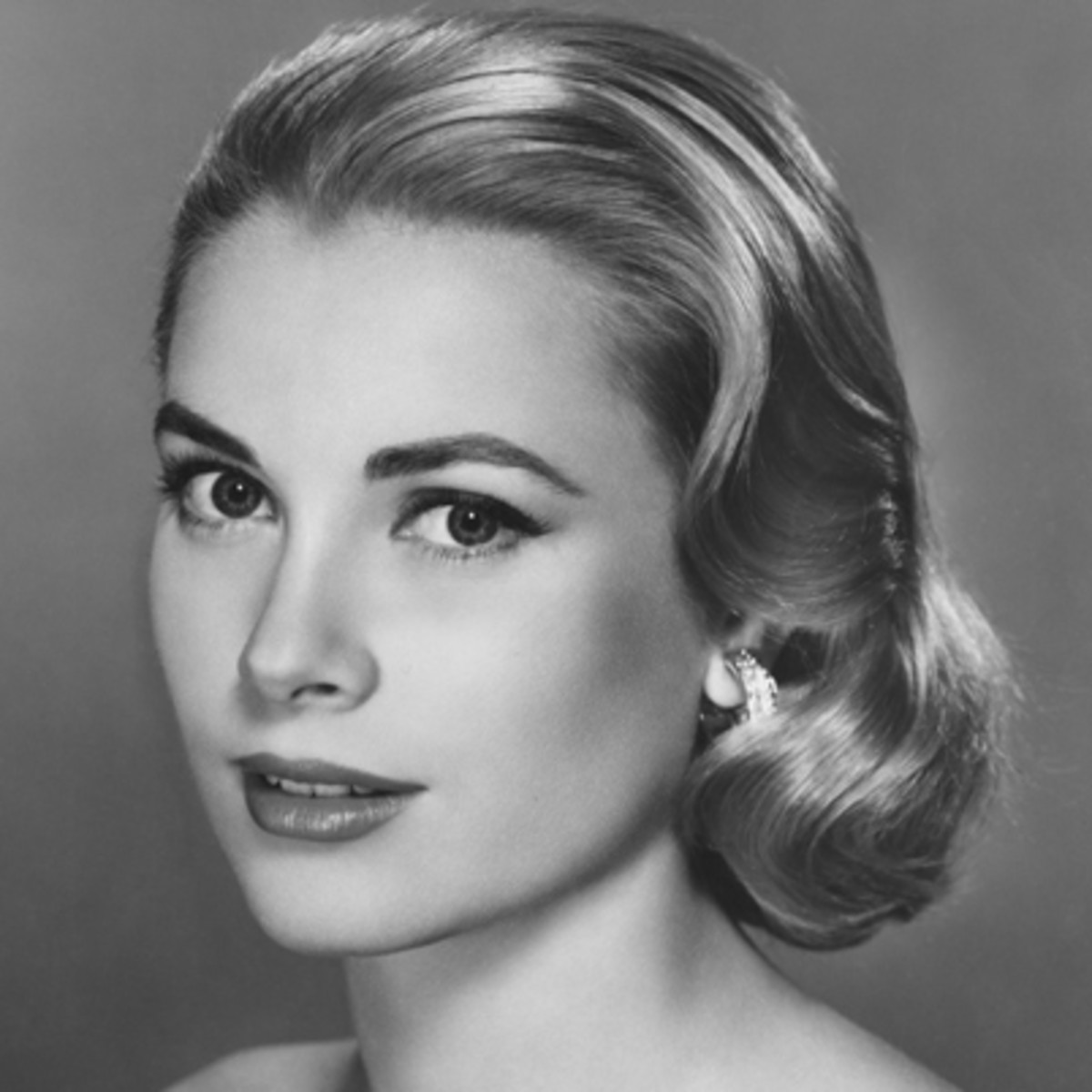 grace-kelly-9362226-1-402.jpg