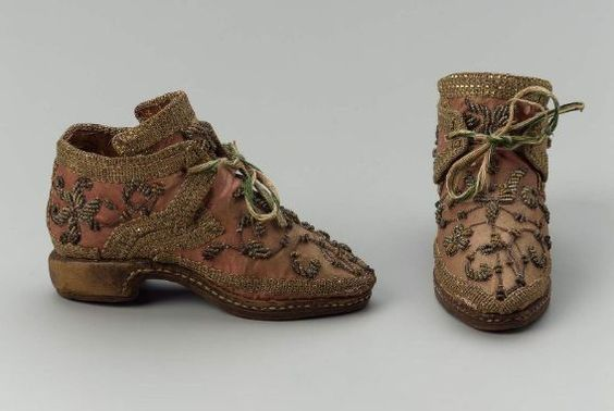 pair_of_children_s_shoes_italian_1675-1725mfaboston.jpg