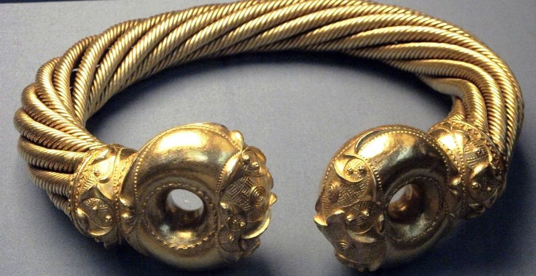torcs_from_the_snettisham_hoard_from_the_iron_age_around_75bc.jpg