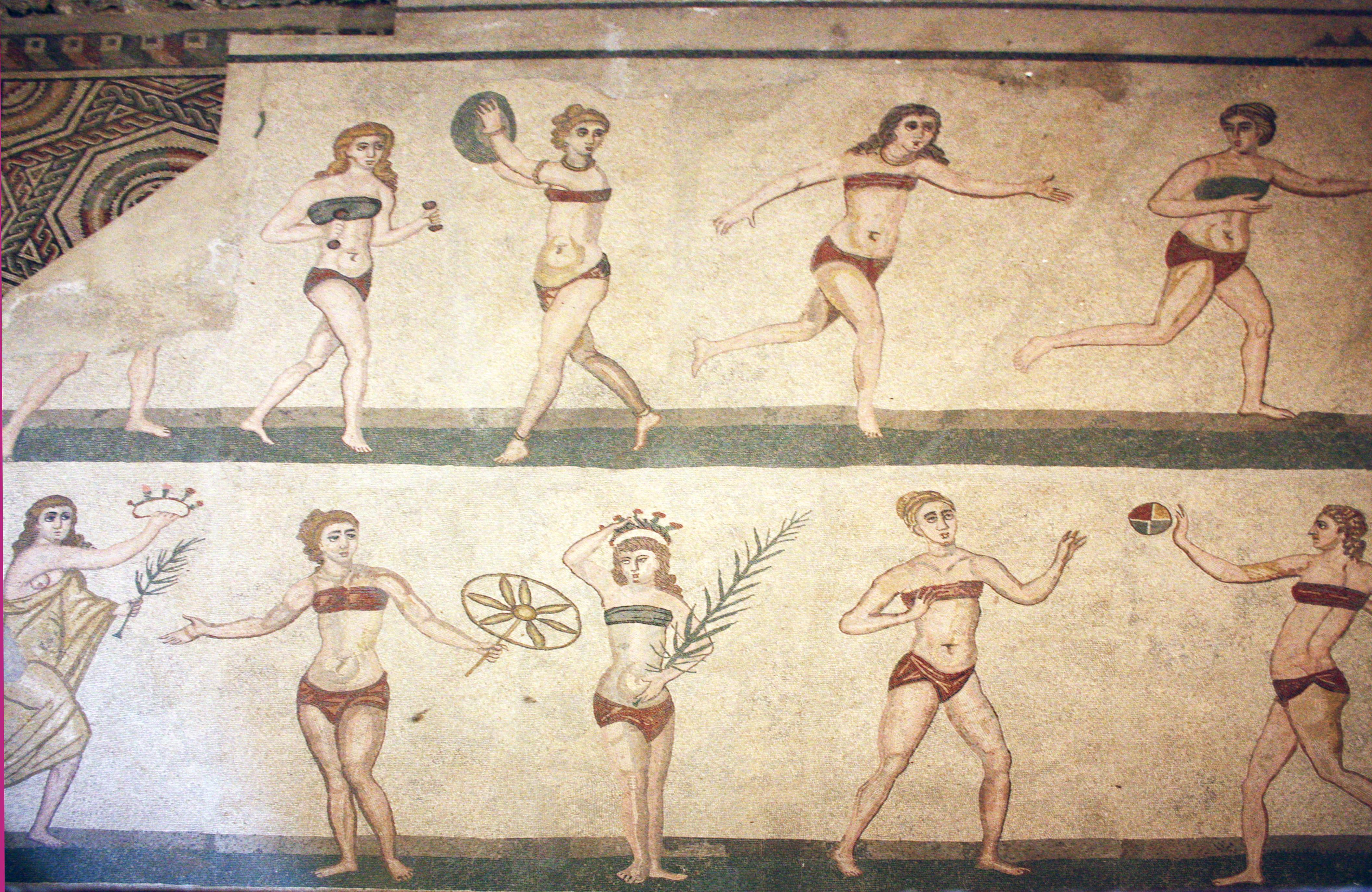 villa_romana_bikini_girls.JPG