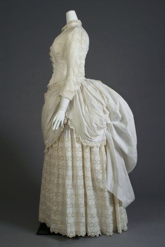 white_eyelet_lace_beach_dress_1880s_courtesy_of_kent_state_university.jpg