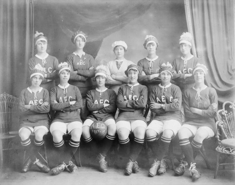 women_s_football_1910s.jpg