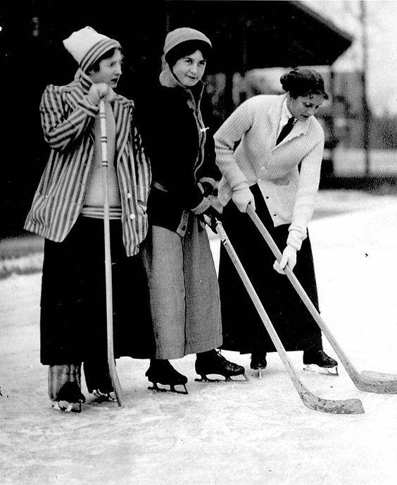womenplayinghockeytoronto1901forrasatelierdejojo_com.jpg