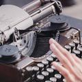 Mit adnak nekünk a versek? A szerkesztőség kedvenc versei a Költészet napja alkalmából