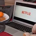 Thrillertől a komédián át a politikai drámáig - Változatos külföldi sorozatok a Netflixen