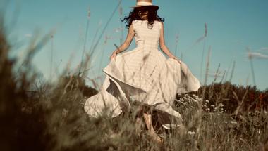 """,,Maga a történet, az érzés a fontos"""" - Interjú Cselényi Eszterrel, a Celeni divatmárka alapítójával"""