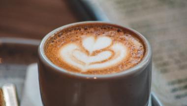 A növényi tej valóban fenntarthatóbb, mint az állati eredetű? Készítsd el magadnak otthon!